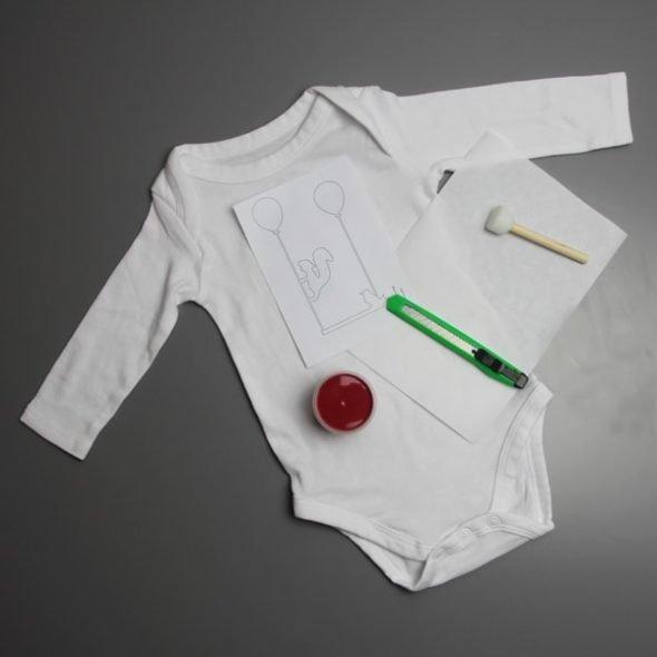 Baby-Body bedrucken in kirschrot: DIY-Kit von ilma pallo inkl. Materialien