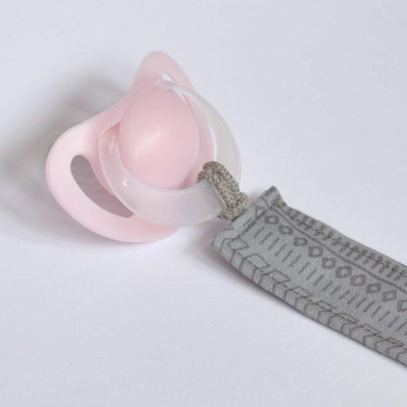 Schnullerband von ilma pallo in rosa-grau